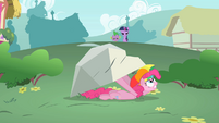 S01E15 Pinkie ukrywa sie