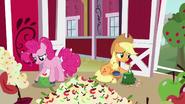 S05E24 Obieranie jabłek