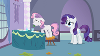 Sweetie Belle trying to put parsley S2E05