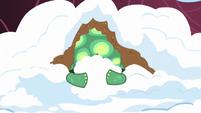 Tank covering himself in snow S5E5