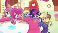 Twilight apologizing to Pinkie Pie PLS1E1b