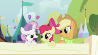 Applejack and Apple Bloom looking at Sweetie Belle S2E05