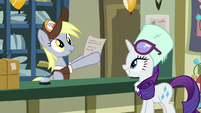 Derpy finds Rarity's mail order MLPBGE