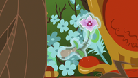 Flower floating away from Sable Spirit's throne S7E16