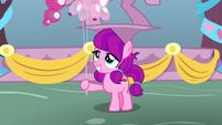 Lily Longsocks holding Pinkie balloons S8E18