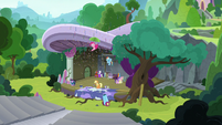 Main five and Starlight at the theater stage S8E7