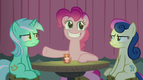 Pinkie grinning at Maud from the audience S8E3