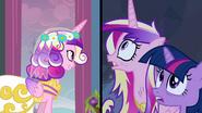 S02E26 Twilight i prawdziwa Cadance próbują dostać się na ślub