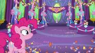 S07E01 Sala udekorowana przez Pinkie Pie