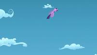 Twilight flies up S5E26