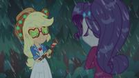 Applejack rubs mud on her arms CYOE13a