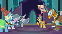 Pillars of Old Equestria in Castle of the Two Sisters S7E26