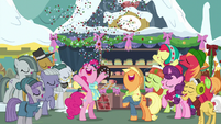 Pinkie Pie showers her families with confetti MLPBGE