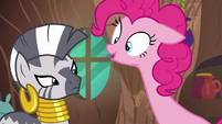 Pinkie Pie stretching her neck S7E19