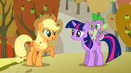S01E13 Applejack rozmawia z Twilight