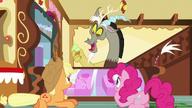 S05E22 Discord, Applejack i Pinkie