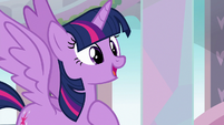 Twilight introduces herself to the students S8E1