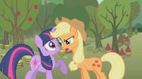 Applejack confronts Twilight S1E4