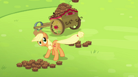 Applejack flings a betty with her tail S4E10