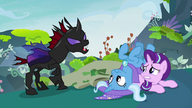S07E17 Pharynx przyprowadza Starlight i Trixie do Thoraxa