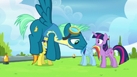 Sky Stinger hovers by with destroyed confidence S6E24