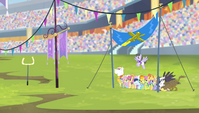 Teams on the field for the aerial relay S4E24