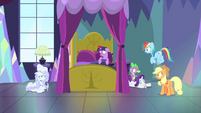 Fluttershy reappears covered in frost MLPS2