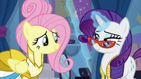 Rarity pulling the curtain for Fluttershy S8E4