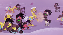 Royal guards and Crystal Ponies brawl S5E25