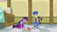 Twilight and Flash kneeling down EG