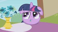 Twilight eating petals S01E03