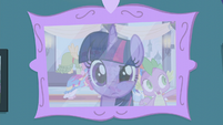 Twilight looks at her coronation picture S5E12