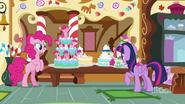 MLPCS2 Pinkie przedstawia Twilight wielki wybór ciast