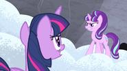 S05E02 Starlight ze złością patrzy na Twilight