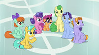 Scootaloo and students listen to Rainbow S8E12