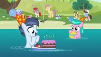 Shady Daze gets a birthday cake S5E19