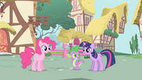 """Twilight says """"Um, hello"""" to Pinkie S1E01"""