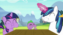 Young Twi, Spike, and Shining eating apples S9E4