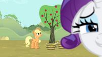 Applejack working S4E13