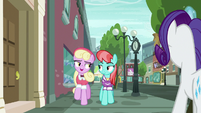 Luckette talking with Strawberry Ice S8E4