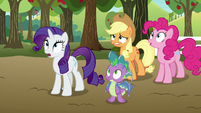 Main ponies and Spike watch the princesses S9E13