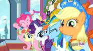 S03E13 Przyjaciółki patrzą na nową księżniczkę