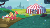 S04E20 Applejack i Big Mac idą do namiotu