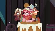 S05E23 Hooffieldowie wyskakują z tortu