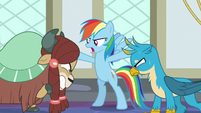 Rainbow stops Yona and Gallus from arguing S8E1