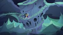 Starlight and company sneak through the hive S6E26