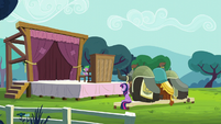 """Twilight and the yaks watch Spike's """"performance"""" S5E11"""