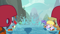 Yona sinks into the water S8E9