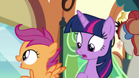 Scootaloo looking out the train window S8E6