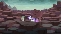 Twilight and Rarity remove their rock disguise S6E5